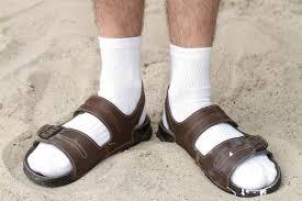 Warum trägt man Socken in Sandalen?