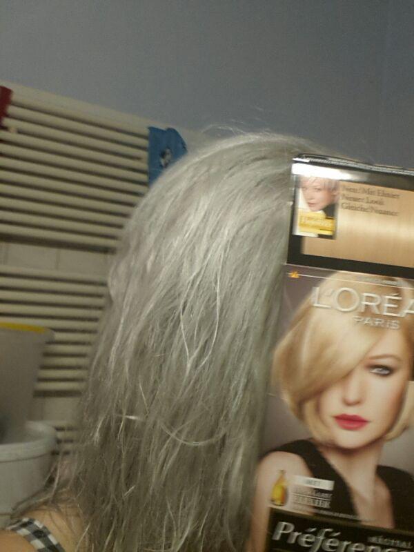 warum werden meine haare grau wenn ich sie auf ein dunkelblond umfaerben will colorationen. Black Bedroom Furniture Sets. Home Design Ideas