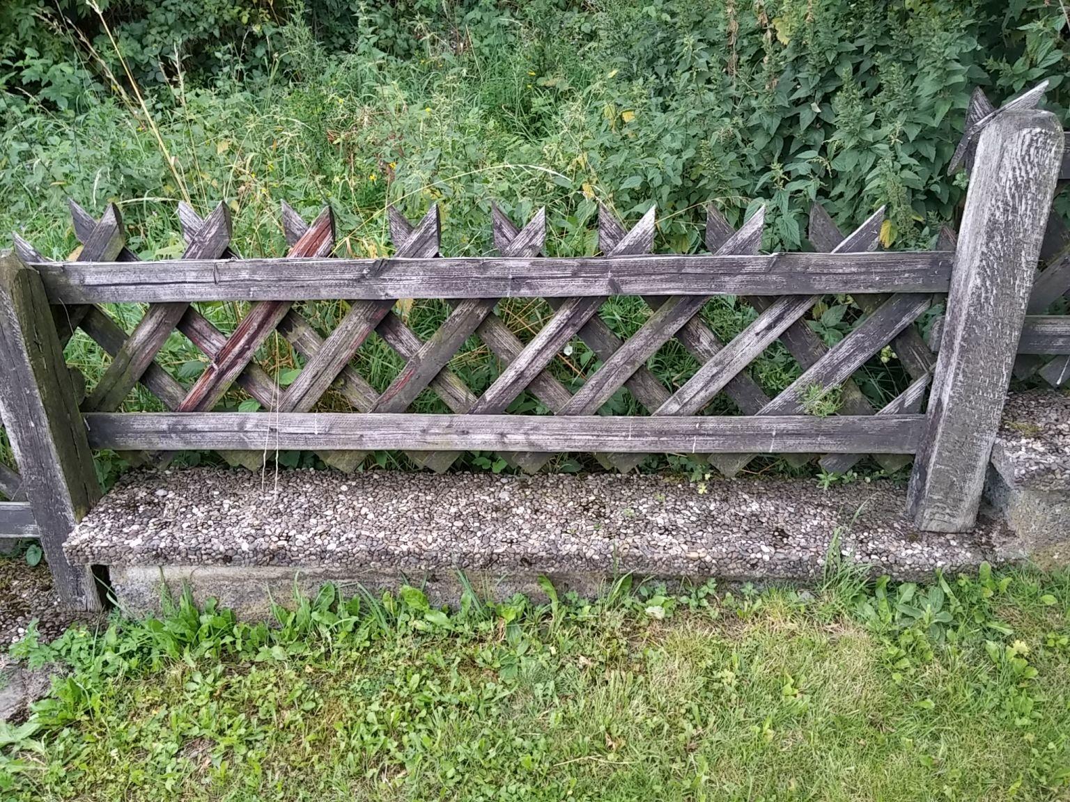 Was beachten bei Gartenzaun Neuanstrich Farbe Garten streichen