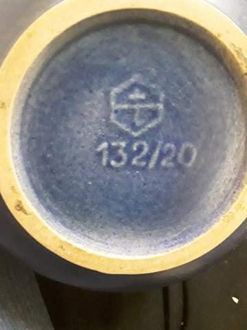 Was bedeuten die Stempel auf dieser Keramik Vase?