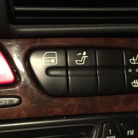 Dieses Sitz Zeichen - (Auto, Mercedes-Benz)