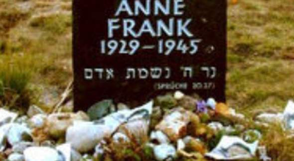 Was bedeutet das auf Anne Franks grab?