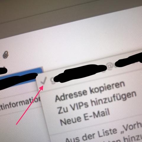 Gleich links von der Adresse  - (Apple, E-Mail, Mac)