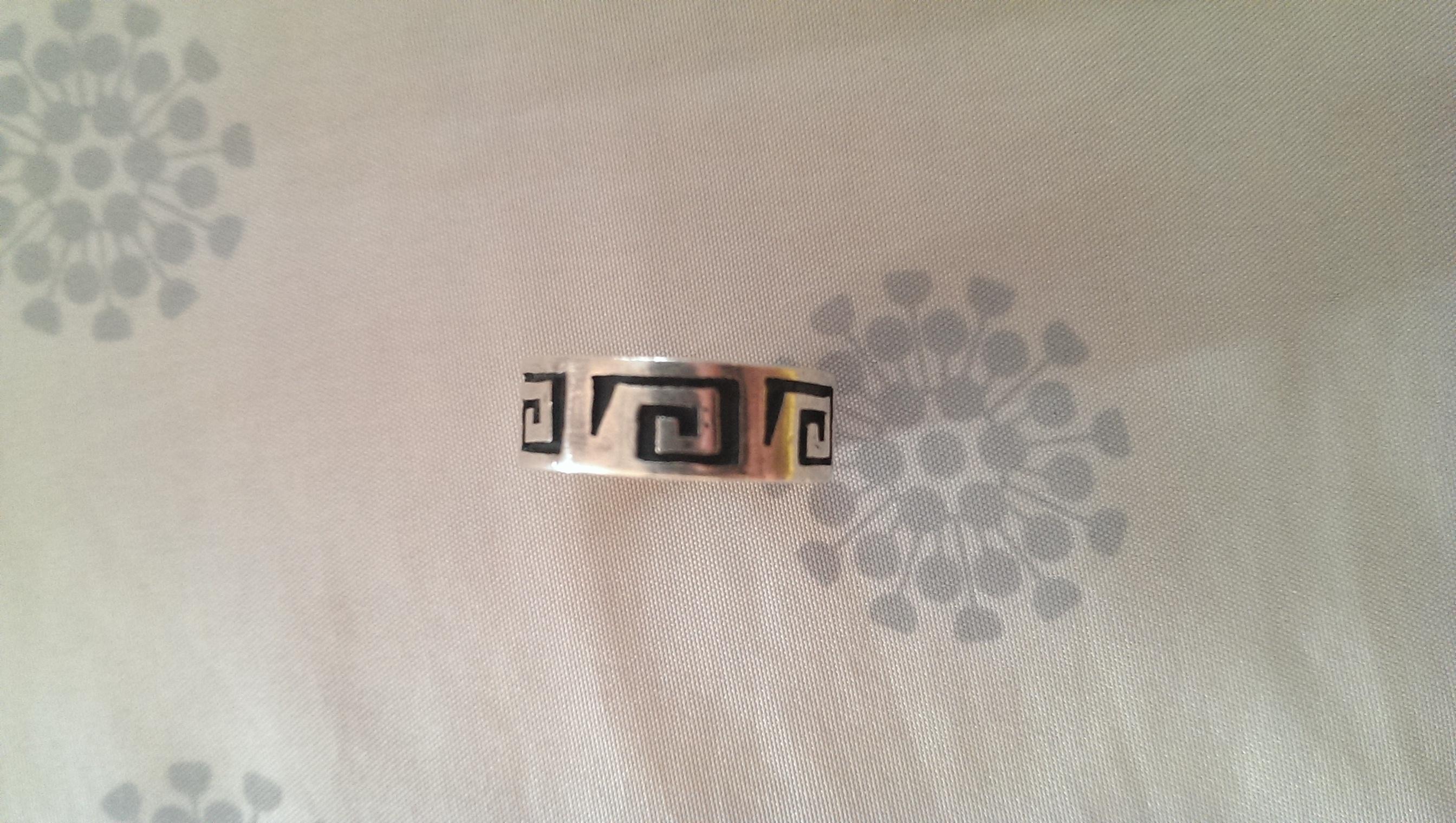 was bedeutet das symbol auf dem bild ring griechisch keltisch. Black Bedroom Furniture Sets. Home Design Ideas