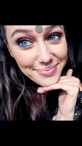 Was bedeutet das Zeichen auf Lexa's Stirn?