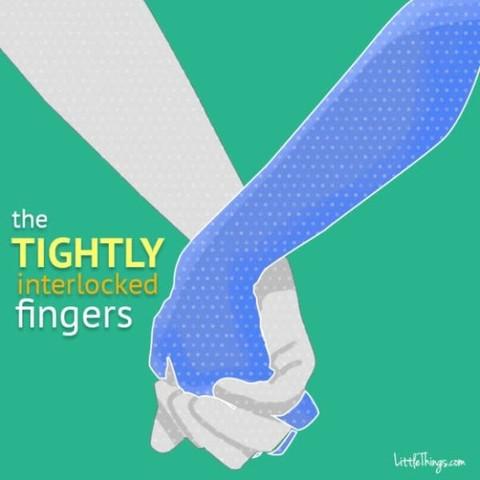 Was bedeutet diese Art Händchenhalten?