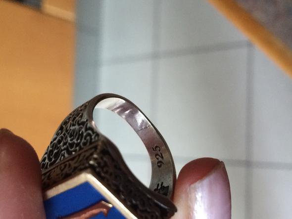was bedeutet dieser ring hat er eine bedeutung kunst. Black Bedroom Furniture Sets. Home Design Ideas
