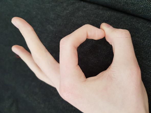 Loch Mit Finger