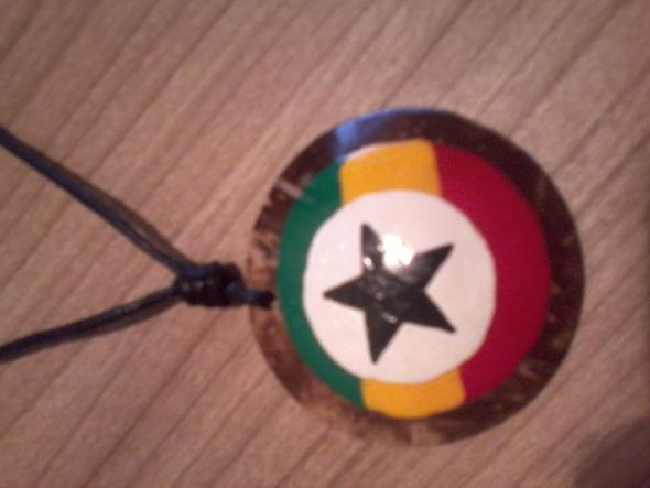 Umhänger mit panafrikanischen Farben - (Sterne, Panafrikanismus)