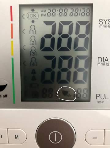 Was bedeutet dieses Zeichen beim Blutdruckmessgerät ?