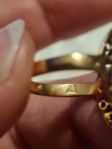 Was bedeutetdieser Stempel im Ring?
