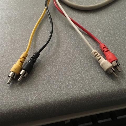 Kabel der Musikanlage.  Rot,Weiß,Schwarz,Gelb  Cinch - (Musik, Technik, Adapter)