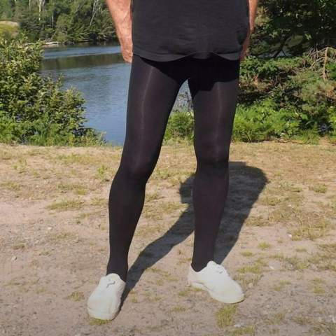 Was denkt ihr darüber... Mann trägt Strumpfhose als Hose ohne Shorts?