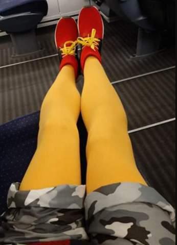 Was denkt ihr darüber, wenn Männer farbige Strumpfhosen zu Shorts sichtbar tragen?