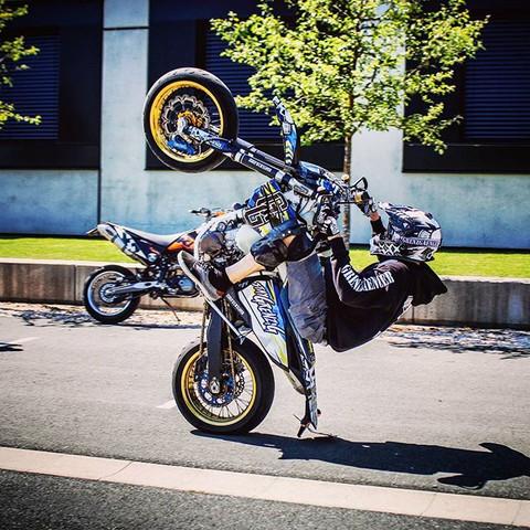 Supermoto Wheelie Ktm