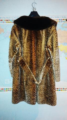 was f r ein pelzmantel ist das leopard gepard mode kleidung pelz. Black Bedroom Furniture Sets. Home Design Ideas