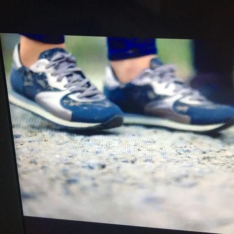 Bild 2 - (Schuhe, Nike, adidas)