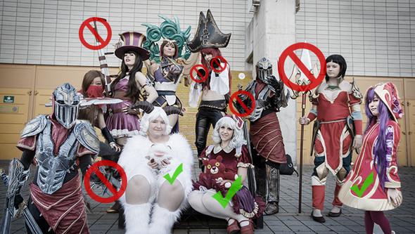 cosplayer mit verbotenden waffen WTF!!! - (Games, Anime, Gesetz)