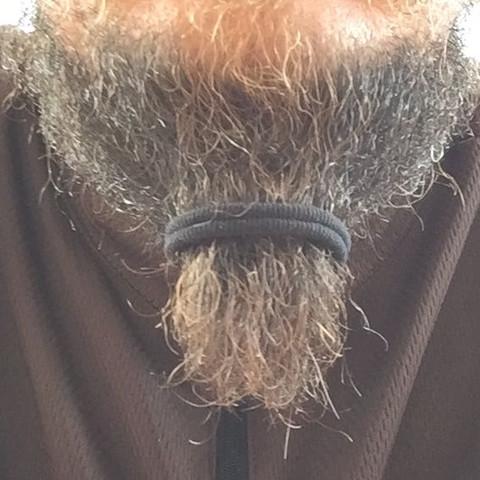 Haargummi im Bart - (Bart, Haargummi)