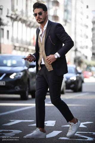 Was haltet ihr von Anzug mit Sneakern?