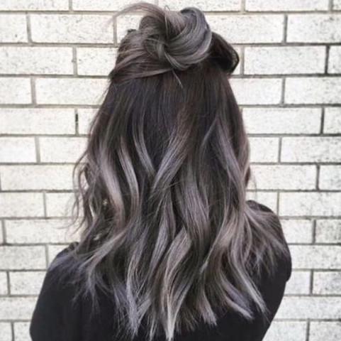 ..... - (Haare, Farbe, Frisur)