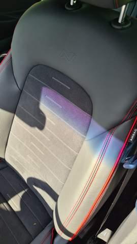 Was hat der Hyundai für sitze (Material)?