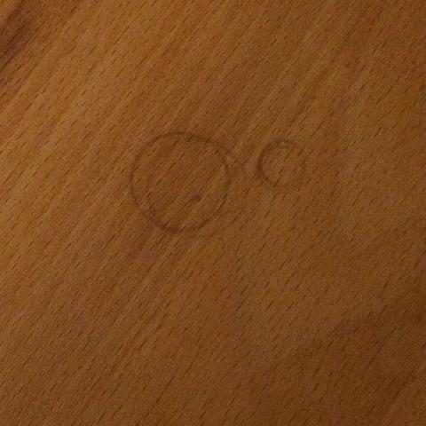 Was hilft gegen (schwarze) Ölflecken auf Holz?