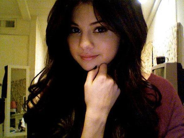 Was ist das Beauty Geheimnis von Selena Gomez?