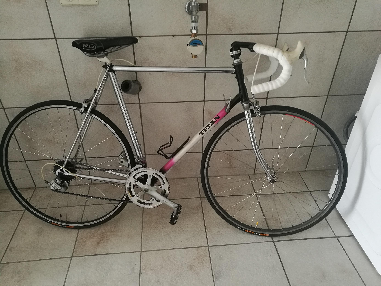 was ist das f r ein fahrrad der marke titan rennrad. Black Bedroom Furniture Sets. Home Design Ideas