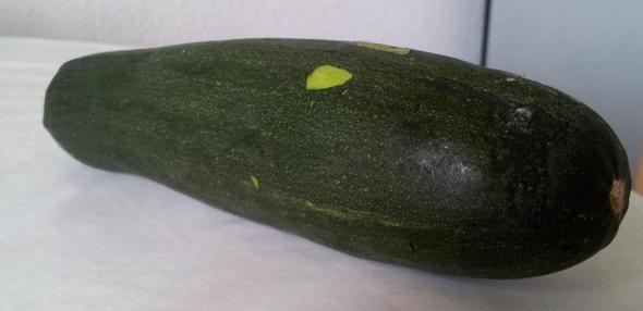 Was Ist Das Für Ein Gemüse? Schaut Wie Eine Gurke Aus