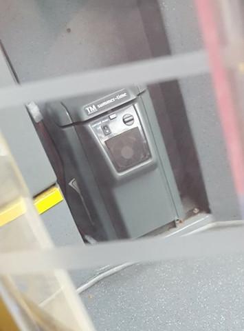 Dieses Gerät, steht am Eingang von manchen Linienbussen - (Strom, Bus, Gerät)