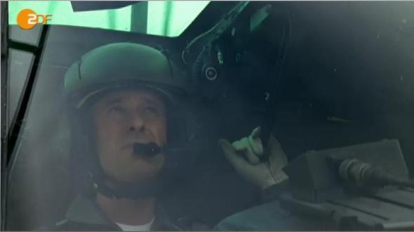 Bild 1 - (Pilot, Hubschrauber, cockpit)