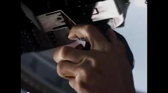 Bild 2 - (Pilot, Hubschrauber, cockpit)