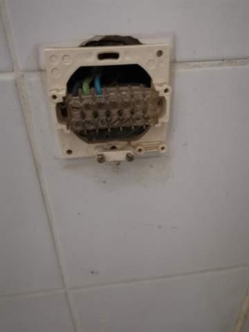 Was ist das für ein Stecker (Badezimmer)?