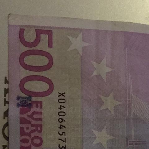 Was ist das für ein Zeichen auf dem 500€ Schein. Es sieht aus wie ein Stempel(Buchstabe M oder W)?