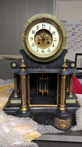 Was ist das für eine Uhr? Kennt jemand den Hersteller?