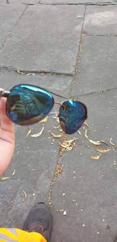 Was ist das für eine Sonnenbrille für Damen oder Herren?