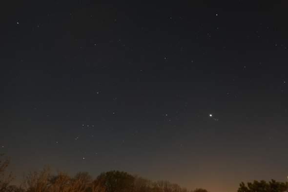 Was ist der ganze Helle Punkt im Bild. Welcher Stern oder Planet ist es  ?
