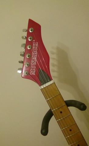 Kopf der Gitarre mit Firmennamen  - (Musik, Gitarre, E-Gitarre)