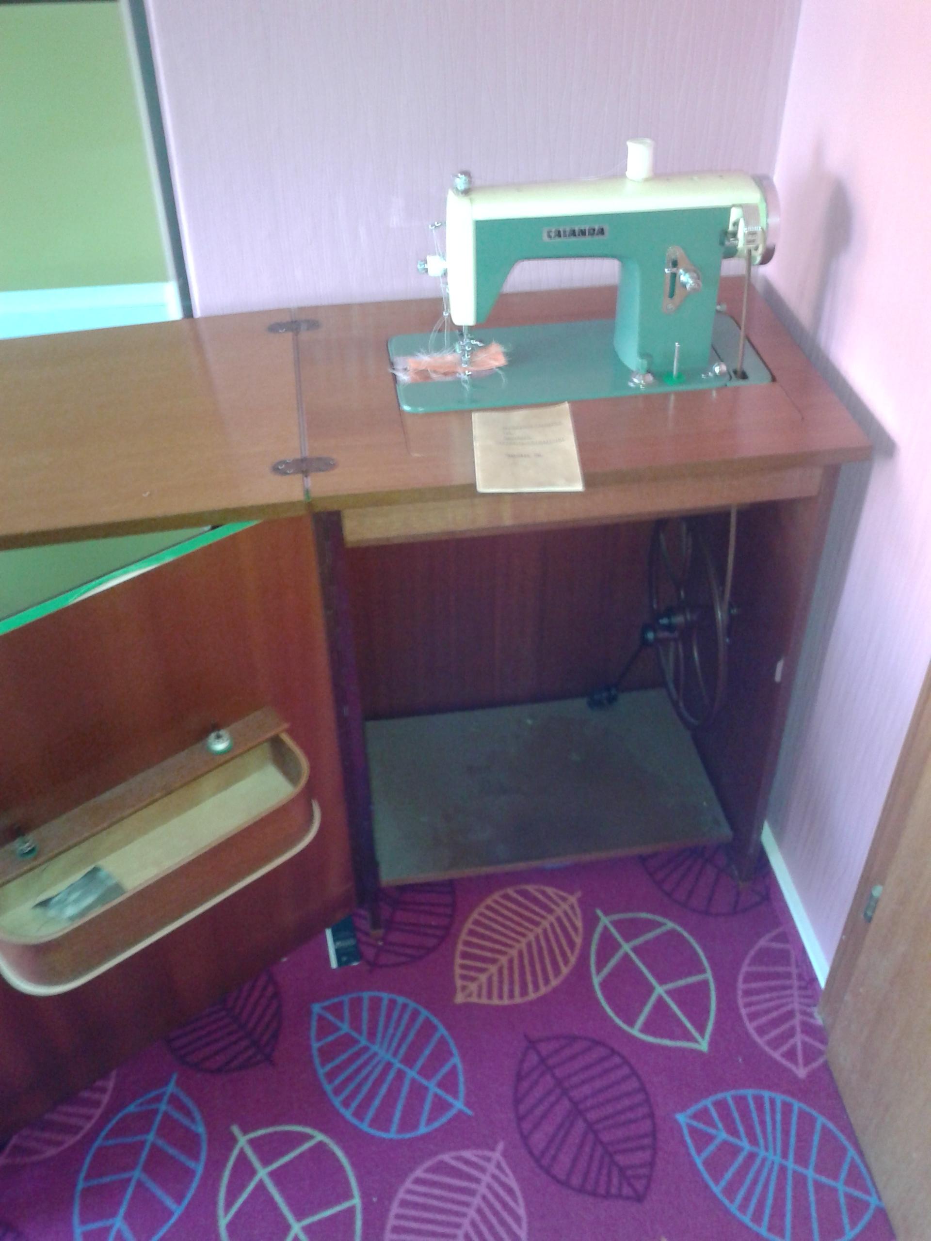 was ist diese alte n hmaschine wohl noch wert freizeit. Black Bedroom Furniture Sets. Home Design Ideas