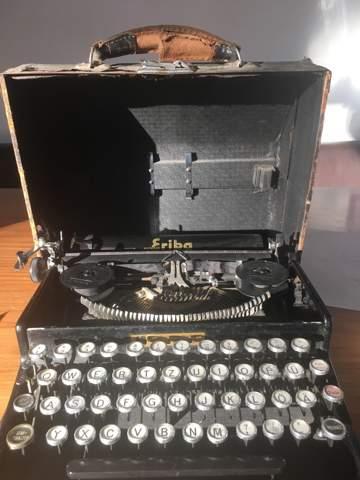 Was ist diese Schreibmaschine Erika Tab 5 welcher Wert  , welches Alter?