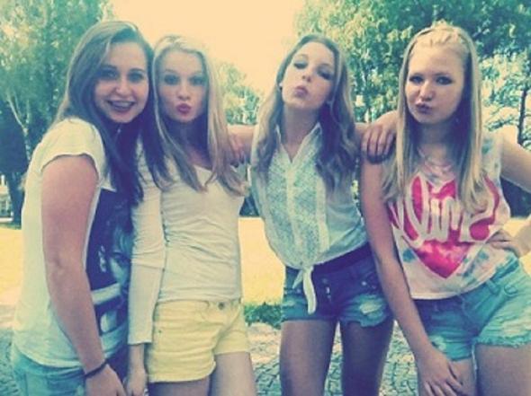 Ich bin die zwite von links die blondine :D♥ - (Mode, Sommer)
