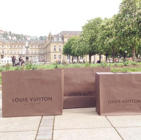 Louis Vuitton - (Handy, Geld, Kleidung)