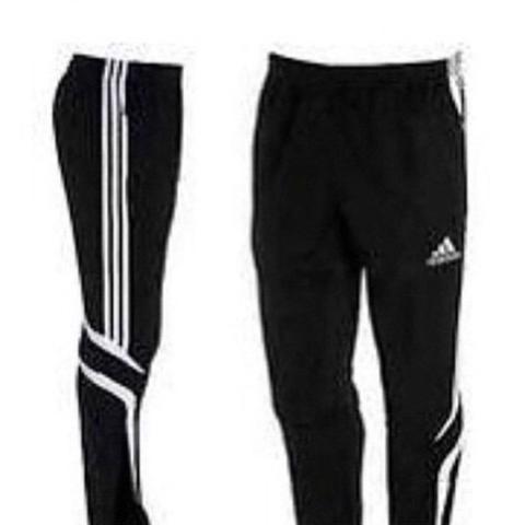Was jemand wie dieses Modell von der Adidas Jogging Hose heißt?