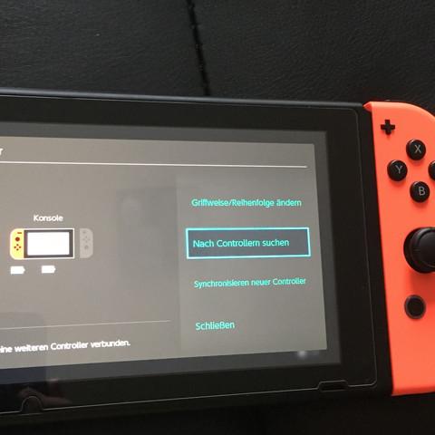 Obwohl der joycon angeschlossen ist lädt er nicht und wird nicht angezeigt. - (Videospiele, Nintendo, spielen)