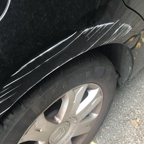 Was kostet die Ausbesserung dieses Lackschadens an meinem Citroën C4?