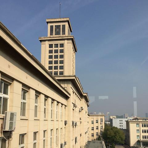 Hauptgebäude - (Ausbildung, Studium, Reise)