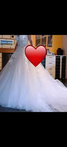 Was sagt ihr zu dem Hochzeitskleid?