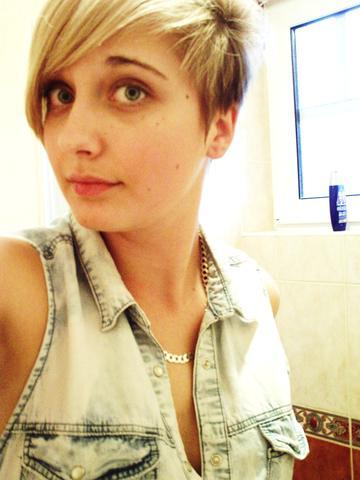Kurze Haare ( blond /braun)  - (Haare, Frisur, blond)