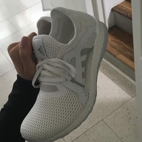 Was sind das für Adidas Schuhe, ganz neu gestern gekauft mit boost sohle?